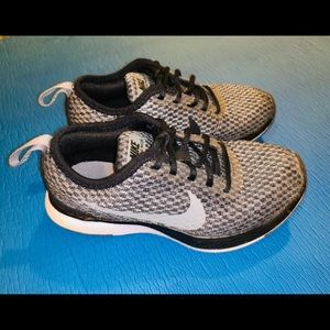 Little boys Nike dual tone racer size 11